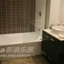 这个是楼下卫生间,我和D用的。楼上那个跟这个的区别是:楼上的是淋浴,没有浴缸