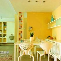 餐厅与客厅相连,餐椅是北欧简约风格,几把餐椅都是仿制的著名家居大师之作,这样的仿制家具在淘宝店上都可以找到,由于造型优雅个性,为餐厅增添了魅力。