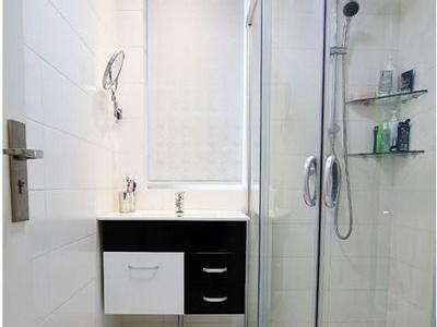 卫生间的瓷砖是诺贝尔的