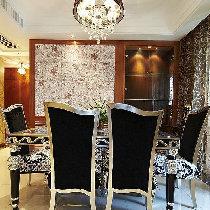 餐区的另一面墙玻璃柜的设计,可以放些饰物或是红酒。小资的典范哦