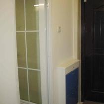 鞋柜和卫生间的门