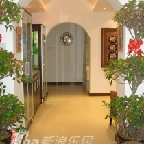 图7:门厅与餐厅之间的过道