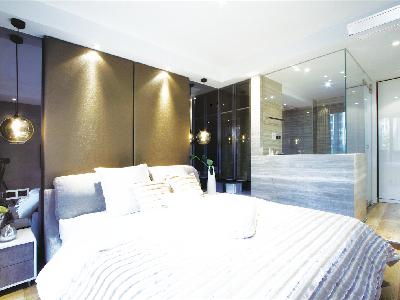 睡眠质量关乎人的健康,是快乐生活的保障,卧室装潢时,不仅色彩、家具与睡眠质量息息相关,空气的温度、湿度、新鲜度更有高一层的享受。 大金全效家用中央空调为您提供适宜睡眠的温湿静谧环境和轻柔软风。