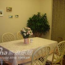 同样换装的餐桌,墙上的照片还有待补充