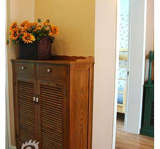 进门的鞋柜,采用百叶窗设计