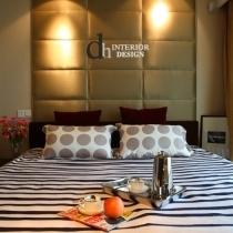 床头正面的布艺软包,靠在上面很是舒服