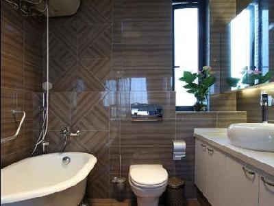 卫生间,大大的浴缸。超级稀罕啊!