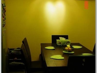 餐桌,地上不是脏哦,~~~~~~~~是旧~