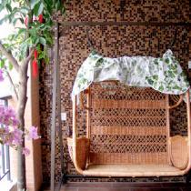 阳台上的摇椅——双人的,很浪漫,让我想起那首——我能想到最烂漫的事的歌