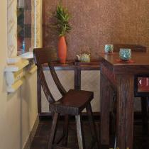放个长景,站在厨房看餐厅和客厅