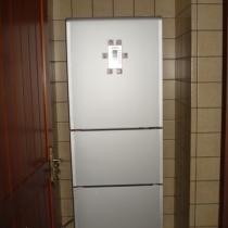 一进门刚好有个放冰箱的位置