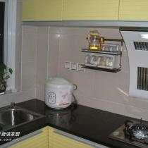 厨房。台面之所以选用黑色大理石,是觉得耐脏,好搞卫生。最重要是省钱!