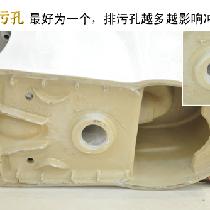 """四、排污孔:最好为一个 马桶底部的排污孔最好为一个,现在很多品牌的排污孔都是2-3个(根据不同的口径),但是排污孔越多越影响冲力。卫生间的出水口有下排水和横排水之分,要量好下水口中心至水箱后面墙体的距离,买相同型号的坐便器来""""对距入座,否则坐便器无法安装。"""