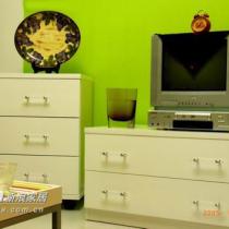 再来一张客厅的一角,简单的电视柜,金海马家私买