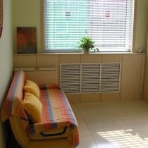 很实用的沙发床,三折叠的,展开就是个1.5×1.8米的双人床,找人买的1350