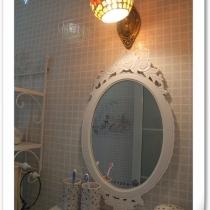 洗手间的梳洗镜~