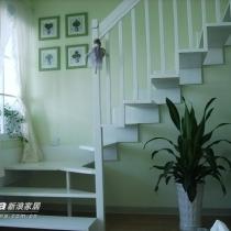 现在的楼梯不仅实用,而且俨然成了家里的一道风景