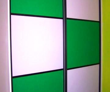 小卧衣柜(这个房间以绿色为主)