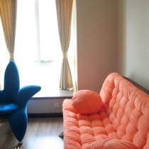 书房的沙发——兰色的是儿子专用的