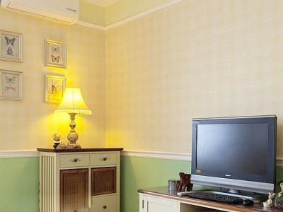 客厅电视墙的部分来个特写,非常喜欢这里的墙壁配色的处理非常清新。