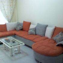 客厅全貌,墙上还没有挂东西,感觉就很空。