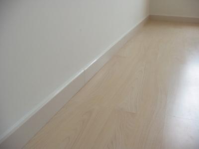 主卧地板角线