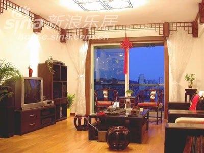 客厅望向阳台