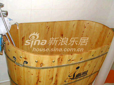 卫生间没有什么好拍得,因为太小,我们只放了个木桶在那里