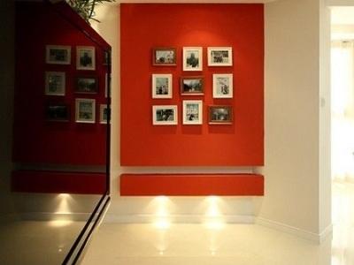 进门口的照片墙,展示美好 的生活片段,记录生活的点滴