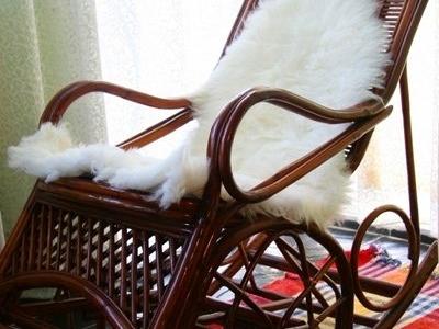 坐着那摇椅慢慢摇 ,直到老得哪儿也去不了,你还依然陪着我慢慢摇...