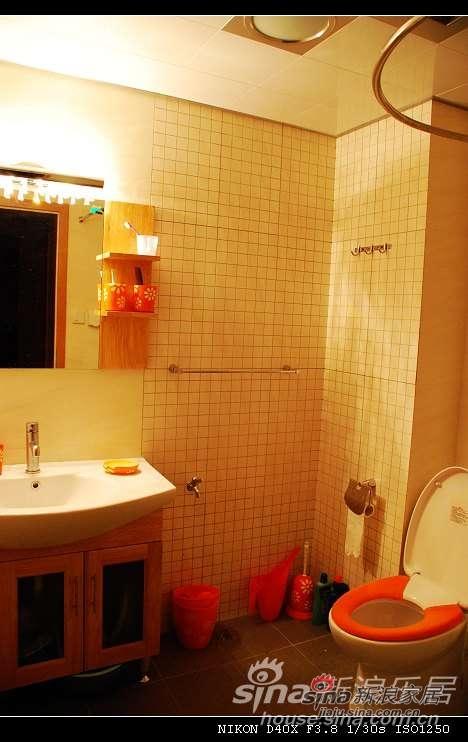 下面是卫生间.我家卫生间不是很大,而且还改不了地漏..因为楼下已经住人了..555所以不能做淋浴房