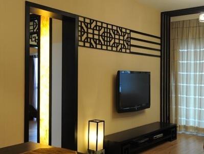 看看电视背景墙,没做复杂的东西,就花了130元买了一个花板,叫油漆师傅刷上颜色,固定上就好了