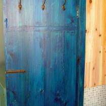 厕所的门,门锁都省了,嘿嘿(衣钩是铜的,需要用砂纸打磨一下)