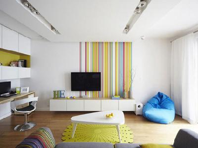 将居室装扮的潮流前卫就不能只用单调的色彩,巧用条纹搭配装扮绝美家居,当条纹遇上高纯度的色彩,就能唤醒空间中最沉寂的角落。。。。