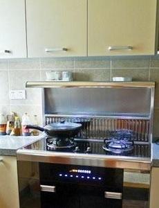 厨房简单利落,大方实用。明快的色调使人心情愉快。