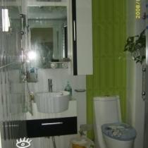 下面该到我们的卫生间了,颜色怎么样?再好好看看地面。。。。。。