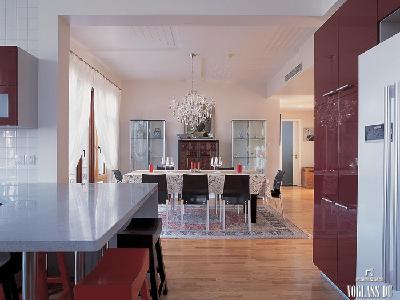这是保利垄上一套现代时尚简约与新中式的混搭专业别墅设计。业主在与设计师沟通时,希望别墅生活能够更加时尚温馨,同时希望富含一些文化的气息。所以设计师将整体别墅装修风格定义为现代简约时尚与新中式的混搭风格,这样既能够保证整个空间给人一种时尚温馨的感觉,同时在局部空间中,能够体现中国古典文化的气息。