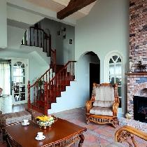英式田园客厅。家具材质多使用楸木、香樟木等,制作以及雕刻全是纯手工的,十分讲究。