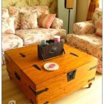 很喜欢的客厅茶几。箱子里可以储物