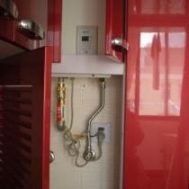 隐藏在橱柜里的能率热水器