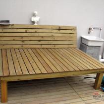 平台西墙木床