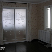 右边就是主卧室,韩国进口壁纸,精心搭配的田园风格阿!