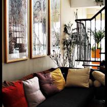 客厅一边(背面是四幅4米长的中国画)