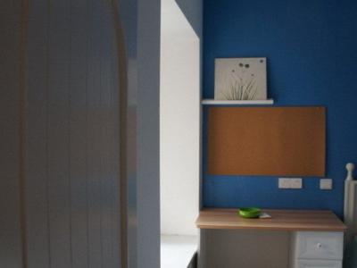 第三个就是儿童房啦,儿童房做成了全蓝色。像大海,又像蓝天。