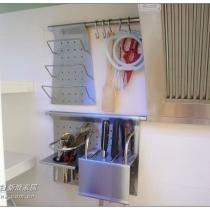 厨房专用的摆架,一个100多,也是网上买的,但是自己去提货的,一共买了四个