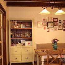餐边柜特写,左边是厨房。