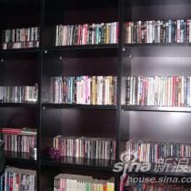 我的书房,才发现我的书柜里全是音像制品,没几本书,惭愧啊