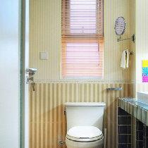 卫生间的地方不是很大,但是两个人生活现在的空间足够了