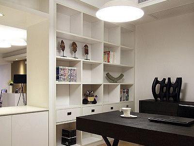 书房的这款灯是我最喜欢的一款,电线也做到四根吊线里面了,很简洁。