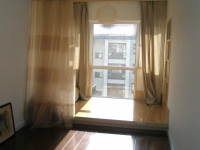 这是一个小阳台改成的阳光休闲区